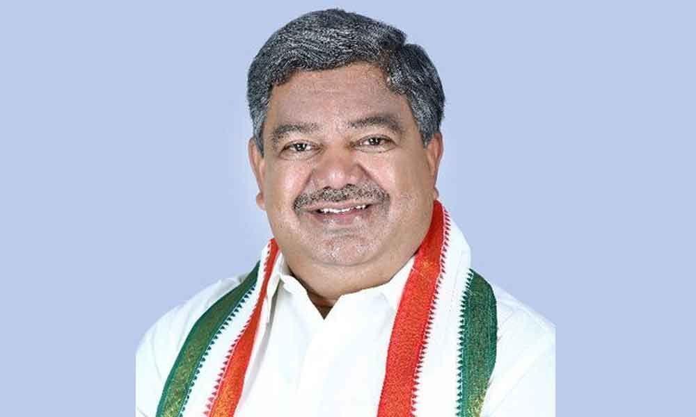Congress asks CM KCR to focus on governance