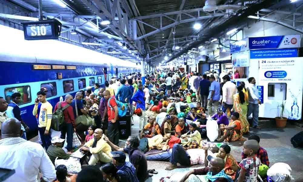 Heavy influx of passengers at Tirupati Railway station