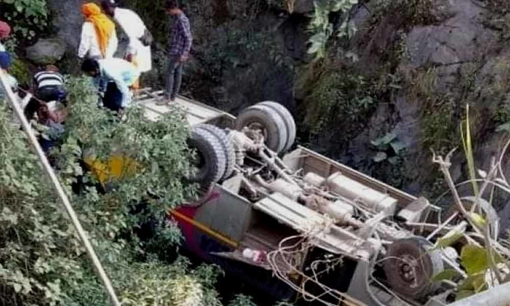 Bus accident on Badrinath highway; 16 injured