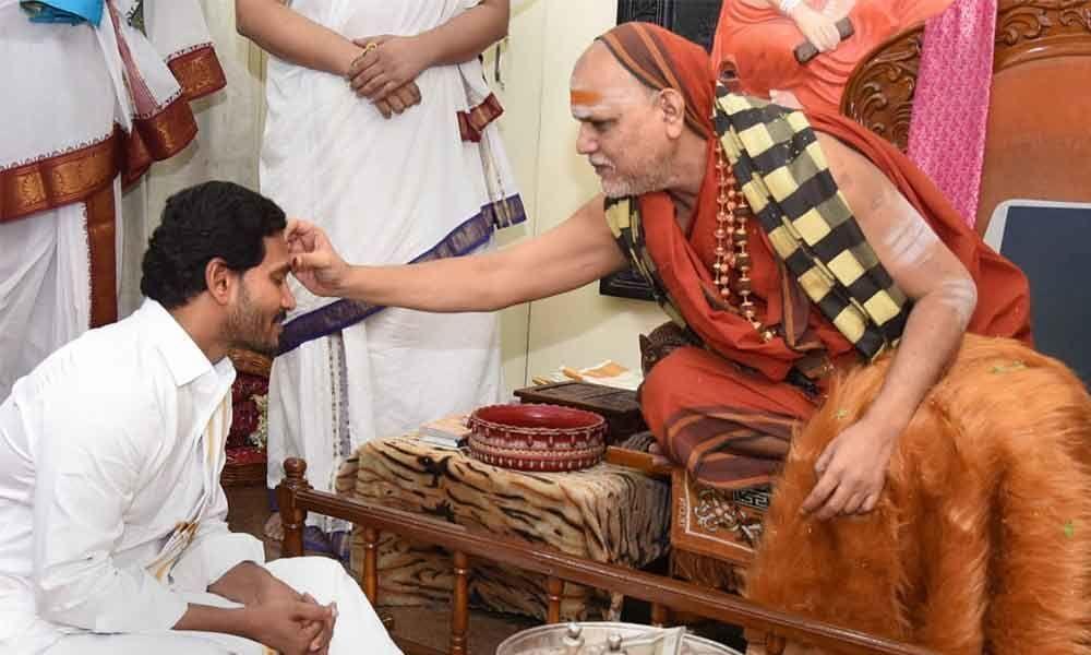 Jagan seeks Sharada Peetham pontiff