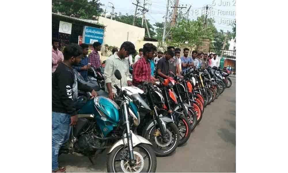Police crack whip on high speed motor bike racers : Visakhapatnam