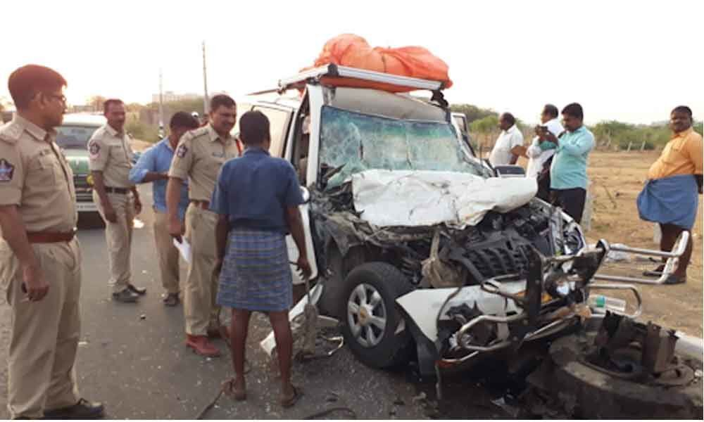 Five person died in a road accident at Renigunta