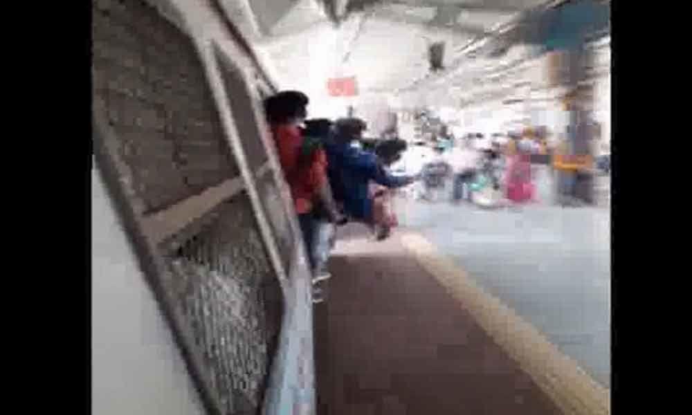 Mumbai minor boys perform stunts on local train, 2 nabbed