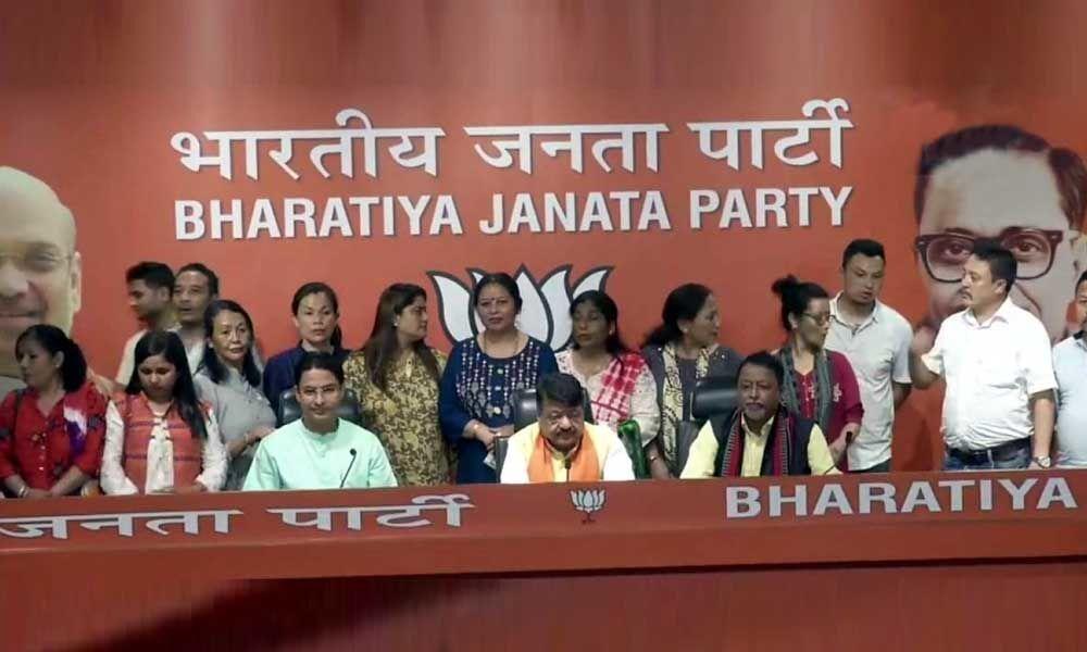 17 Darjeeling councillors join BJP