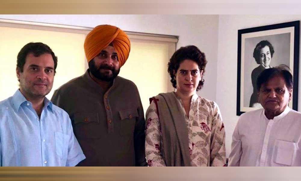 Sidhu vs Amarinder: Cornered Punjab minister meets Rahul, apprises him of situation