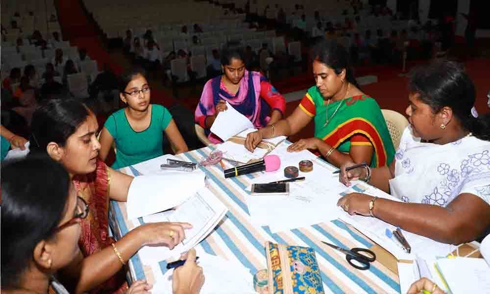 Girl students keen to join Sri Padmavati Mahila Visvavidyalayam in Tirupati