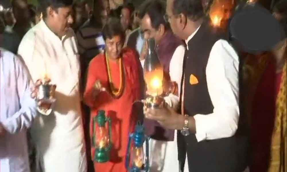Pragya Thakur, BJP workers protest against recurrent power cuts in MP