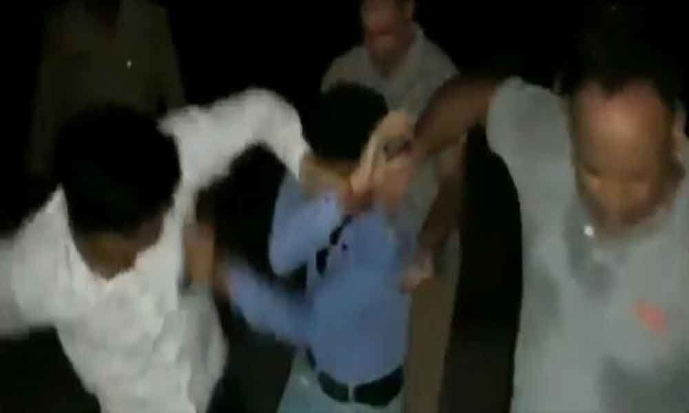 4 railway policemen booked for thrashing journalist in UP