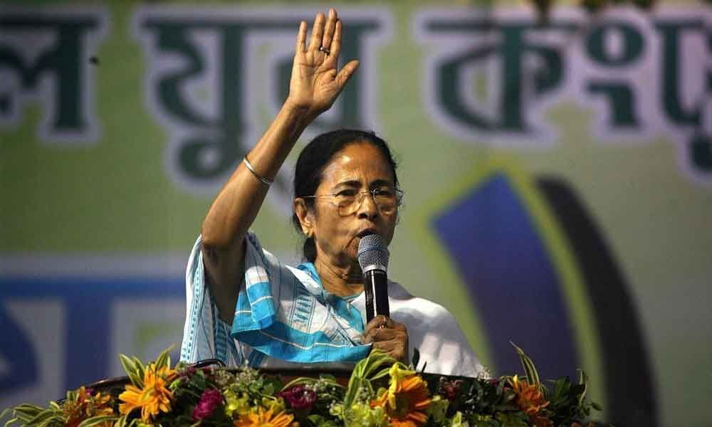 Mamata Banerjee gives 4-hour ultimatum to doctors to resume work
