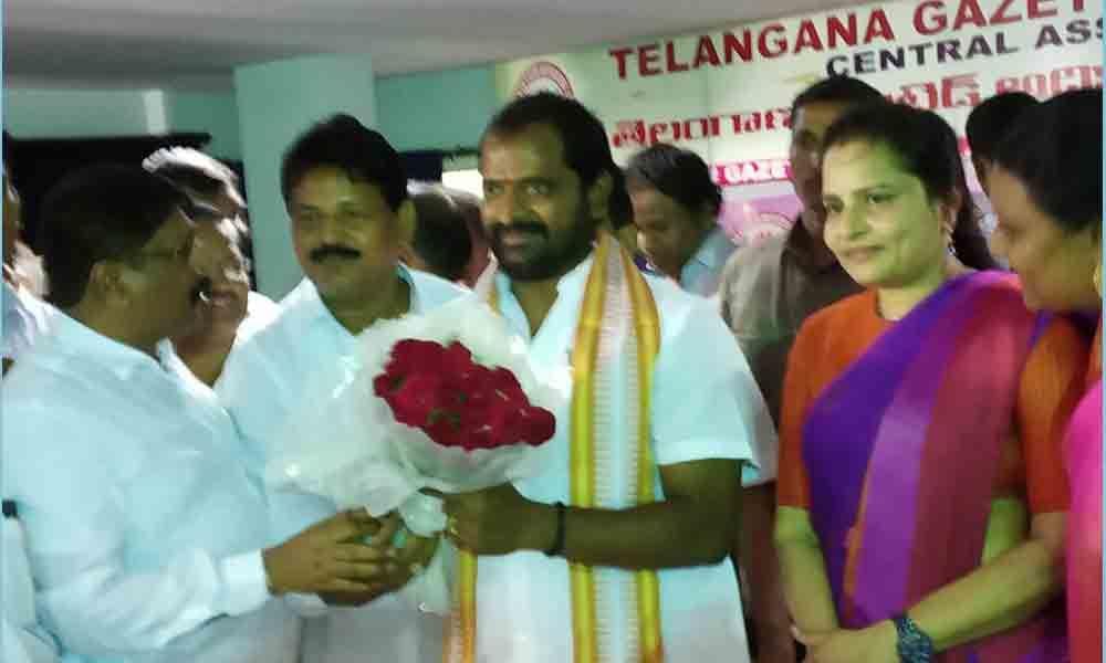 Telangana Gazetted Officers,leaders meet Excise Minister  Srinivas Goud in Khammam