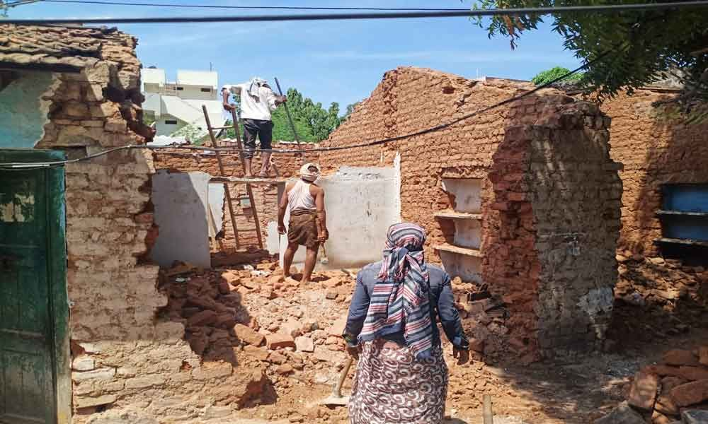 Demolition of illegal structures continues