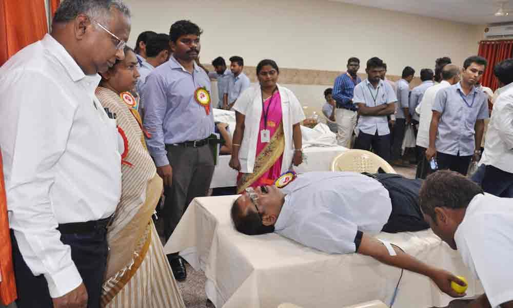 Donate blood to stay fit: Collector