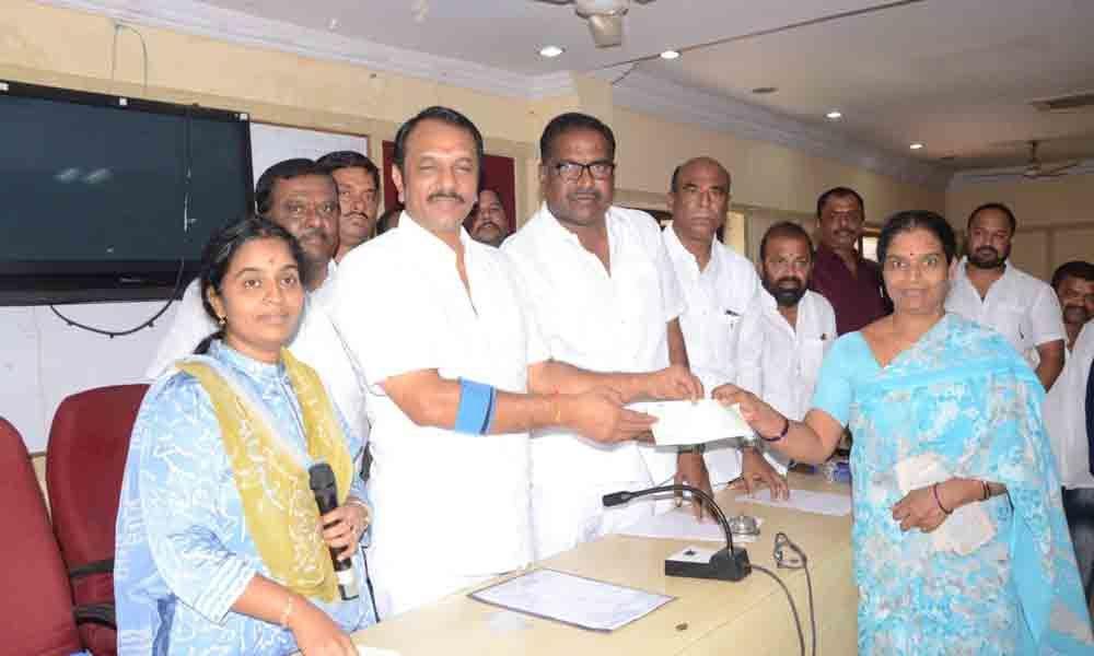 Kalyan Lakshmi cheques distributed in Hayatnagar