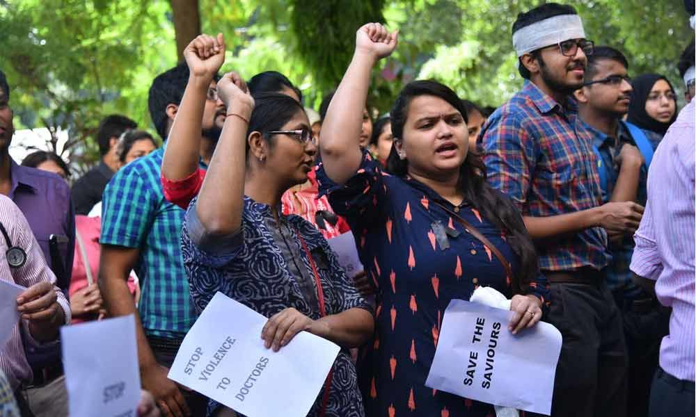 Kolkata incident sparks protest by junior doctors across State