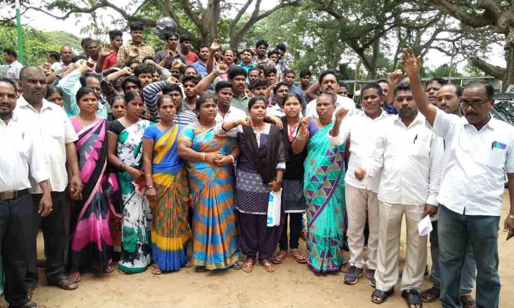 Srikakulam: Unions demand release of fishermen detained in Pakisthan