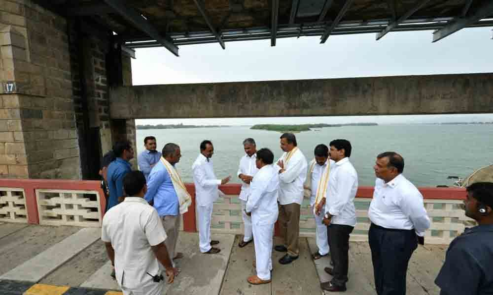 Impressed KCR watches Prakasam Barrage
