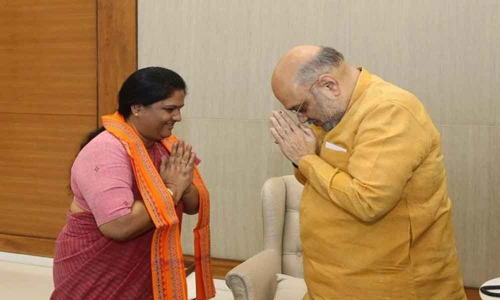 Former MP Kothapalli Geetha joins BJP