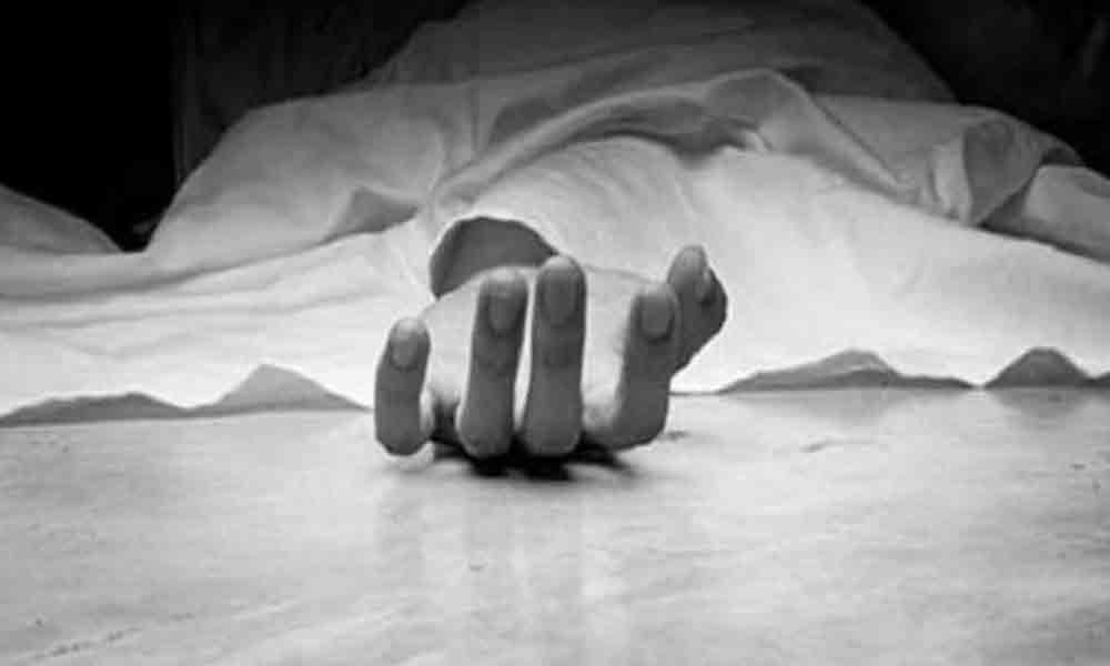 Girl ends life in hostel