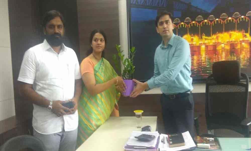 MLA Bhavani meets civic chief
