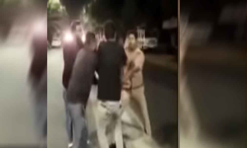 4 men assaulted cop who tried to stop from drinking in public in Chennai; held