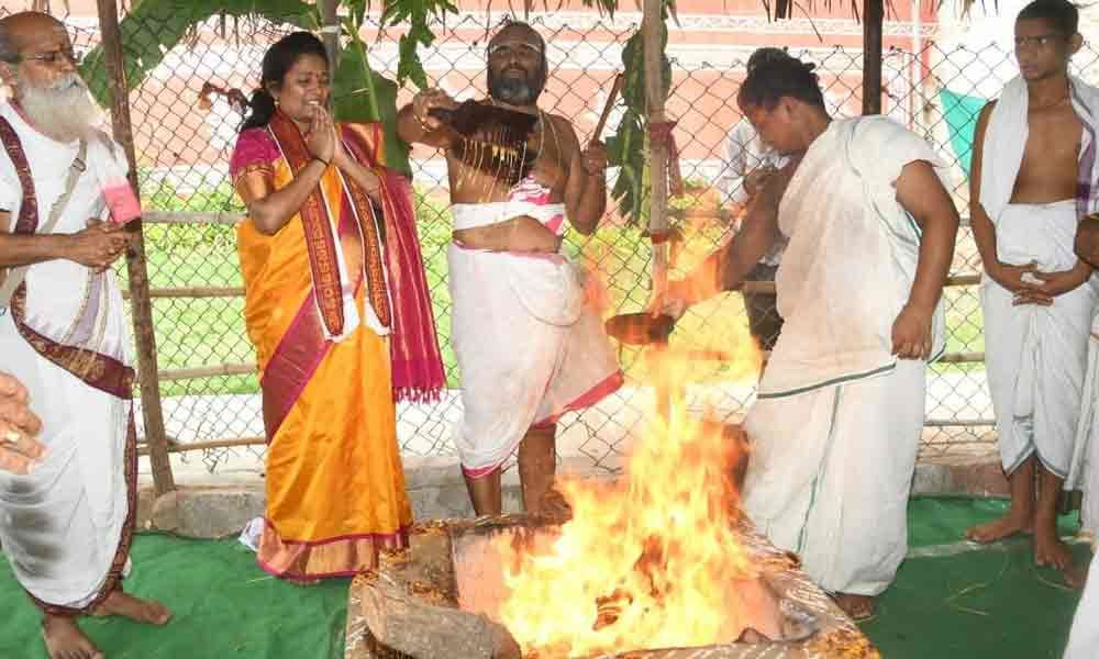 Varuna Yagam continues at Indrakeeladri
