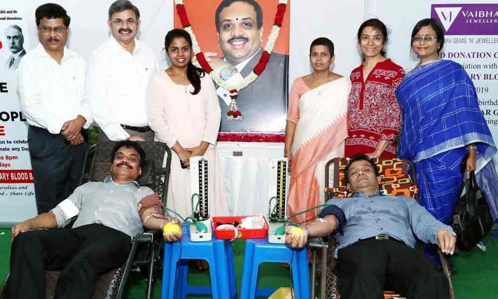 Vaibhav celebrates 53rd birth anniversary of former chairman Manoj Kumar Grandhi