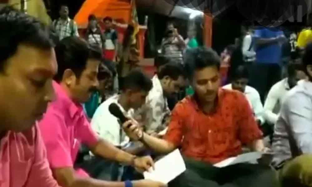 Watch: West Bengal BJP youth wing recites Hanuman Chalisa on road to oppose Friday namaz