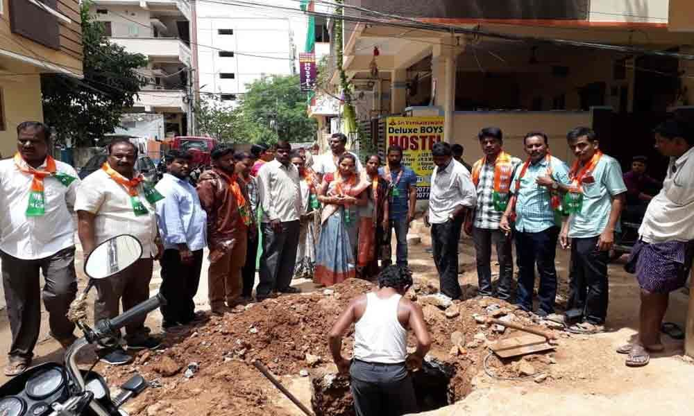 Corporator Pannala Kavya Reddy tours rain-hit areas