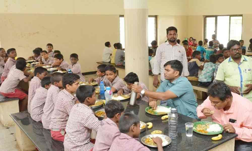 Collector makes surprise visit to government boys hostel