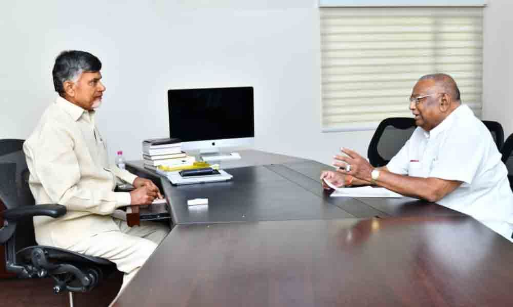 Rayapati offers his house in Guntur to TDP chief