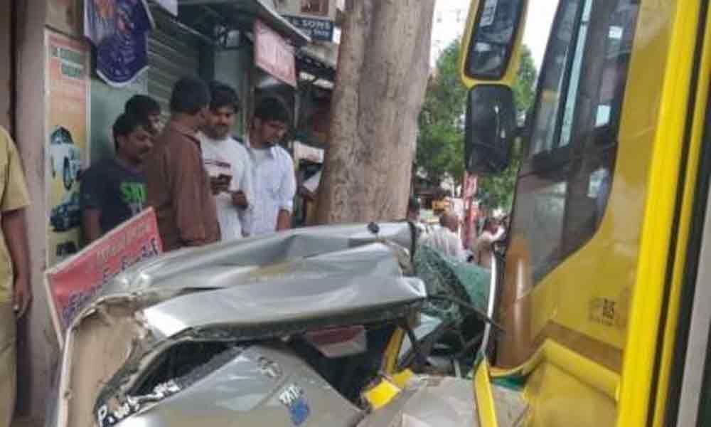 School bus creates ruckus on Vijayawada-Eluru road