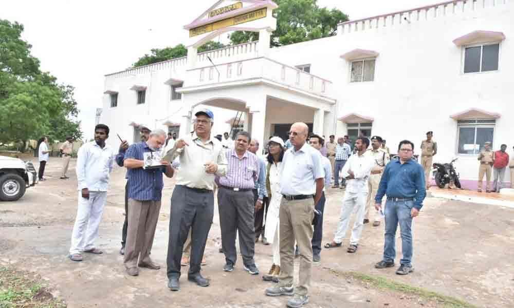 South Central Railway GM inspects Guntur-Nandyal division