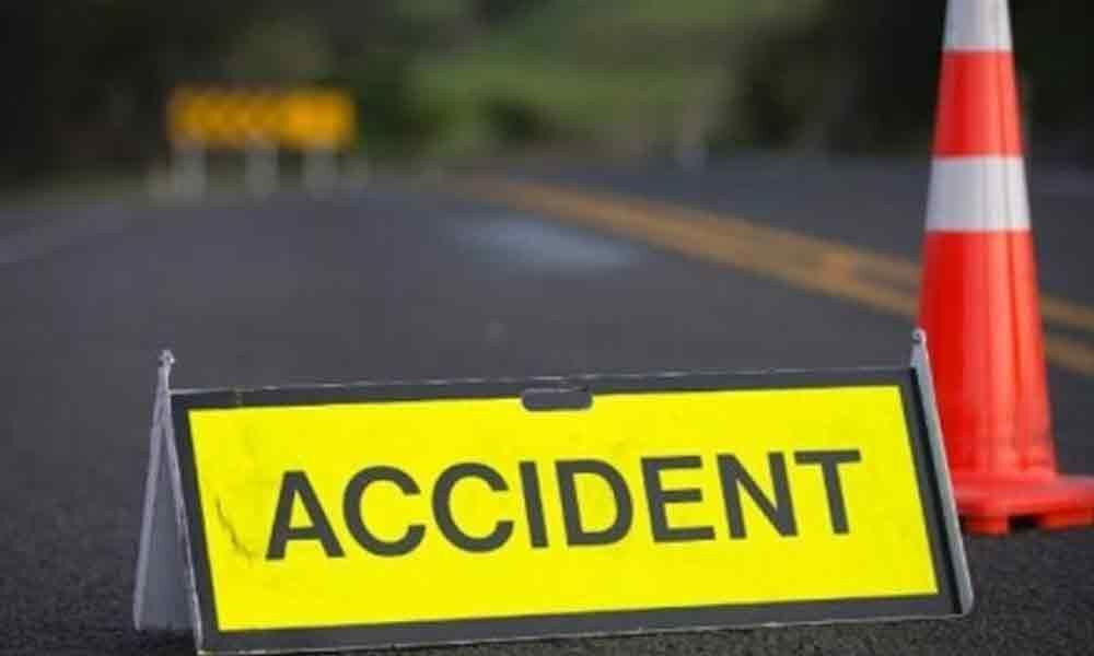 One died and five more injured in road accident at Kurnool