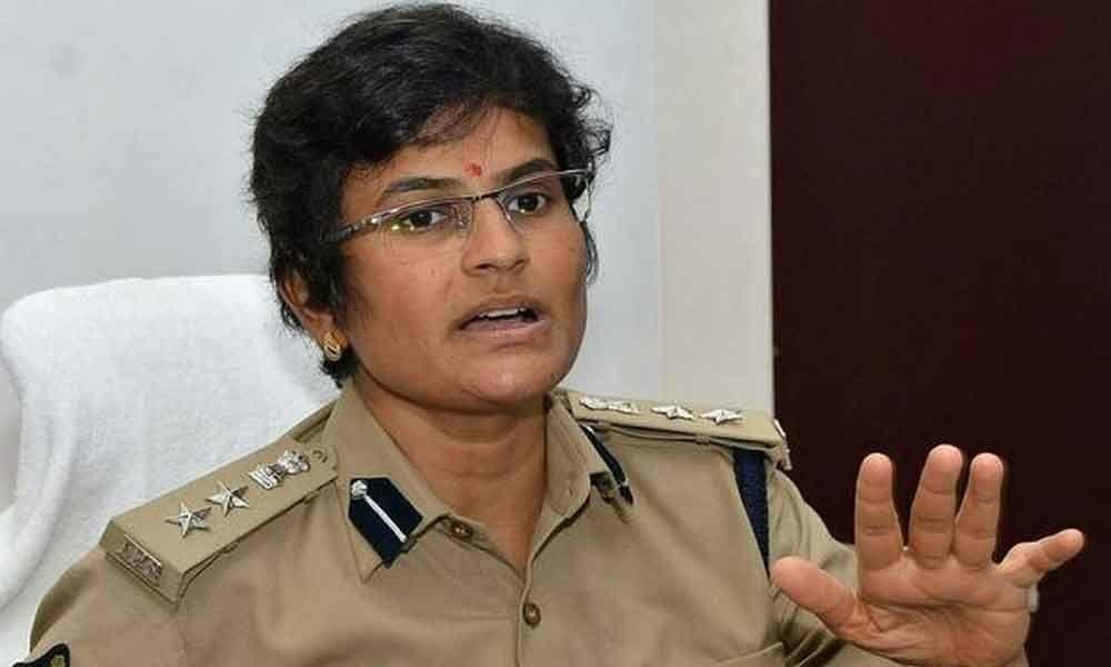 Guntur rural SP Jaya Lakshmi suspends five policemen