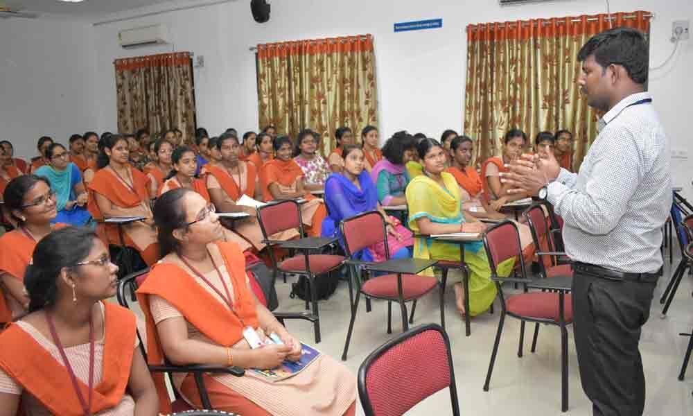 Workshop on IOT concludes Siddhartha Mahila Kalasala
