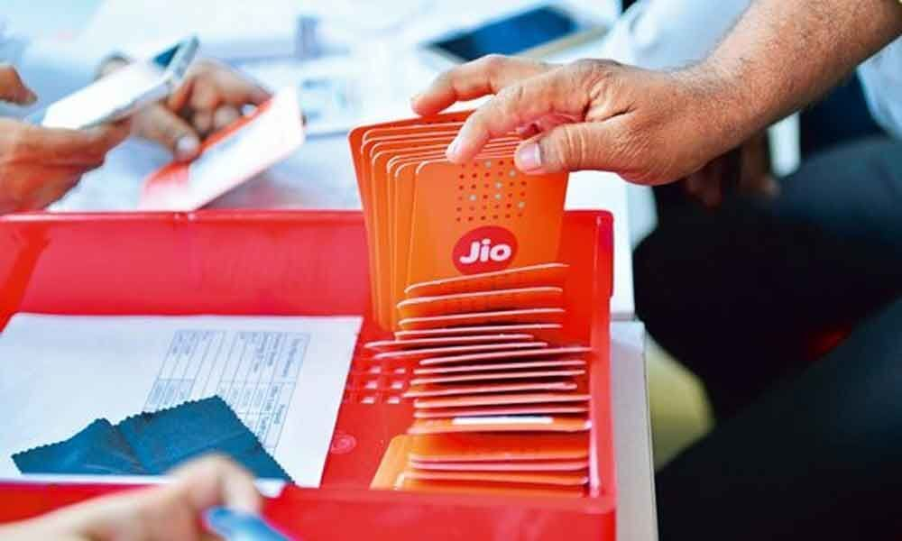 Digital Udaan: Reliance Jio ties up with Facebook to teach how to use internet to first timers