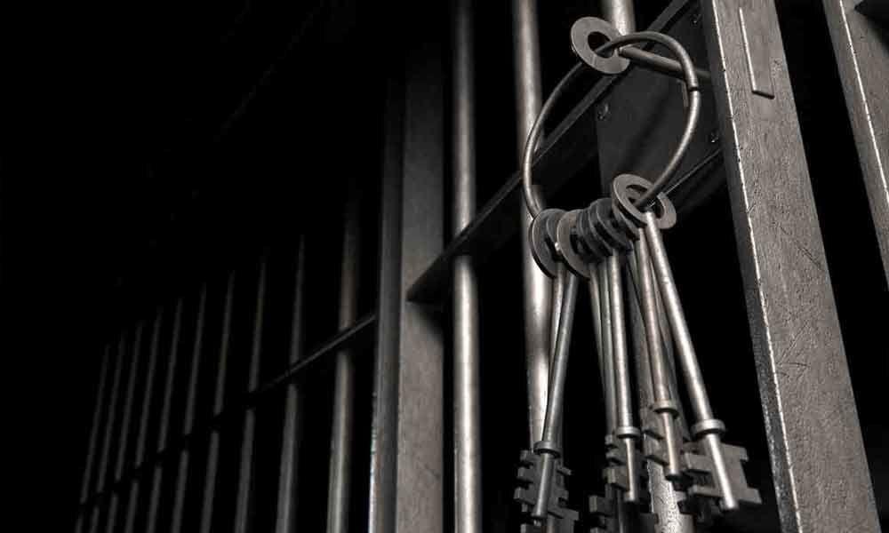Ganja smugglers escape from police custody in Warangal