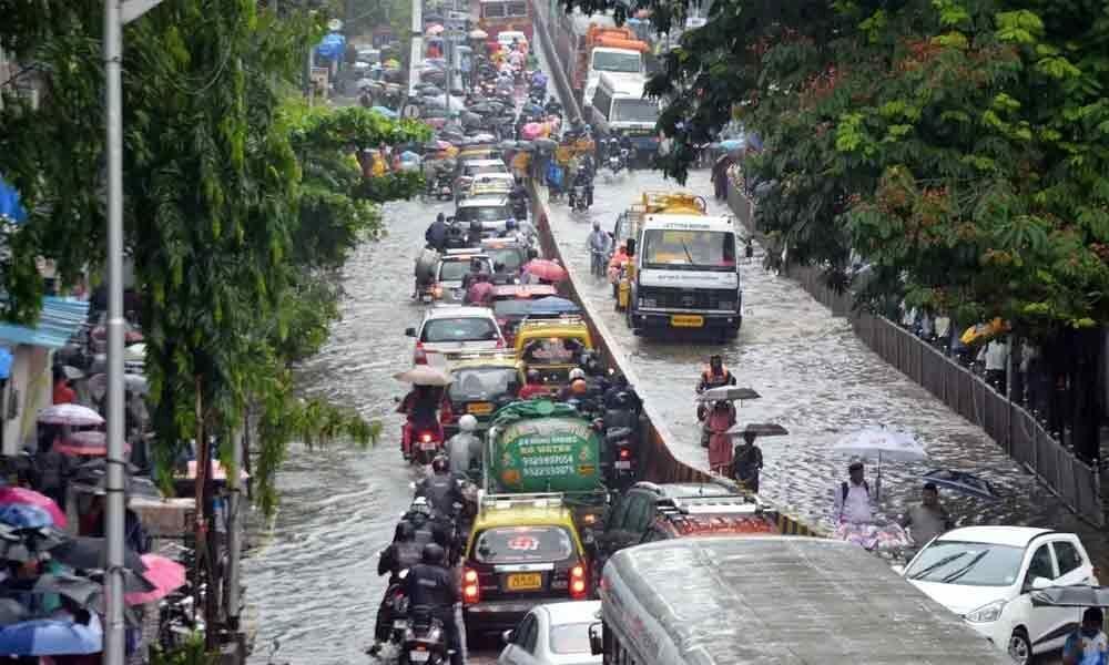 Heavy rains continue to lash Mumbai, high tide likely