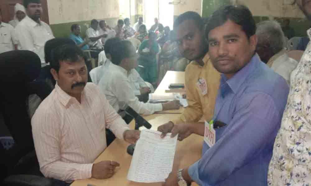 Fill doctor posts in government hospitals in Karimnagar, demands DYFI