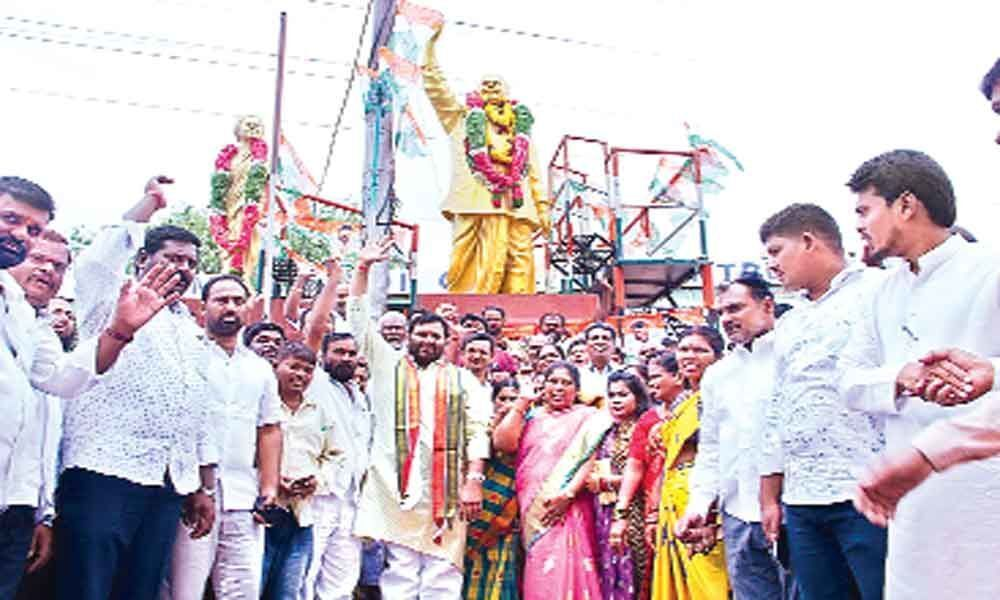 Kuna Srisailam Goud pays rich tributes to YSR