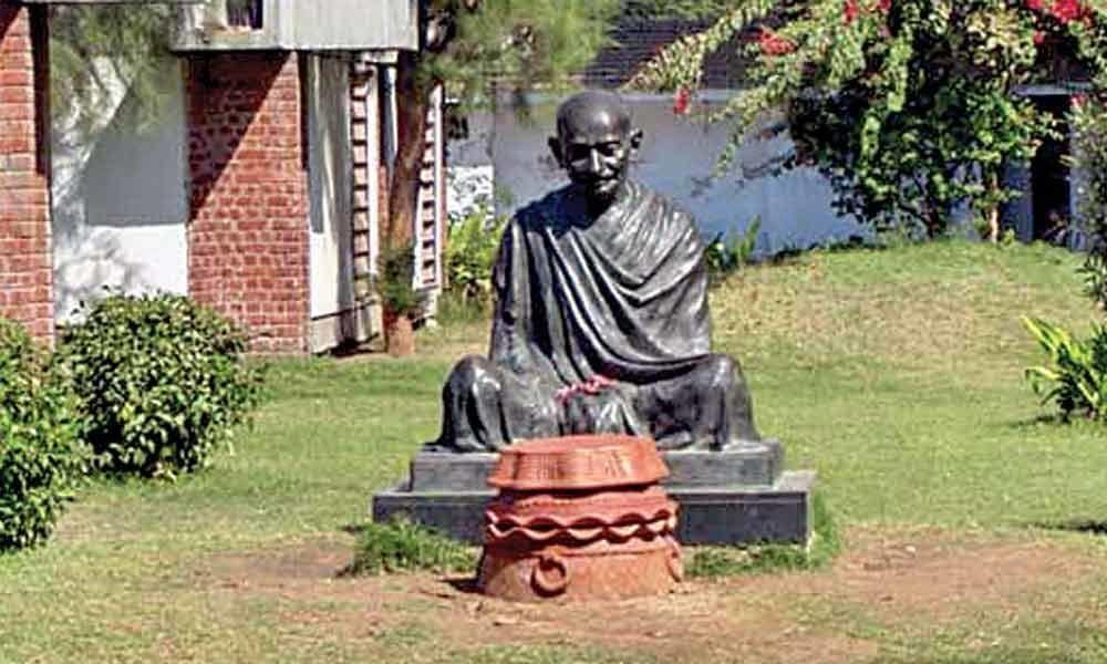 Mahatma Gandhi was spiritual leader of US non-violence movement: Pelosi