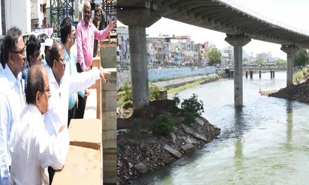 Finish flyover works by Dasara, contractor told Collector