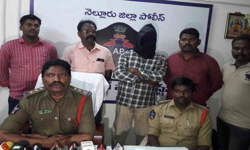 Fake cop held, 60,000 recovered