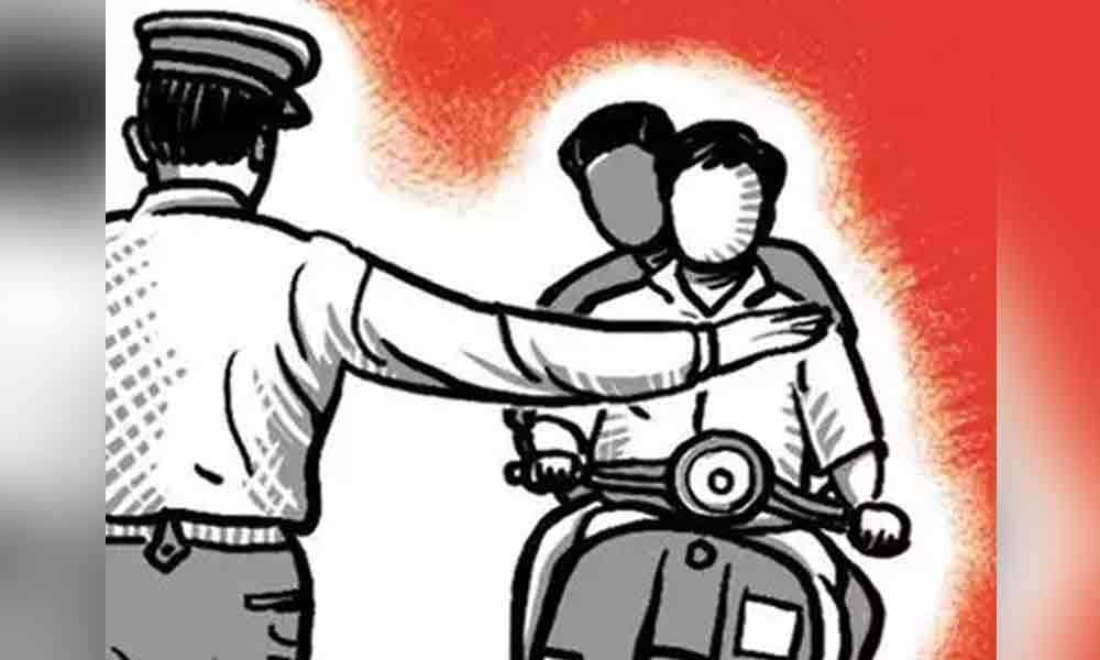 Traffic police attacked by three youth in Hyderabad