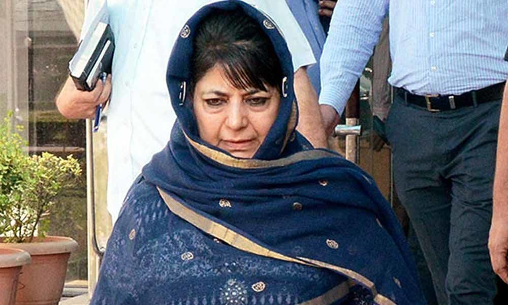 Militants shoot and kill kins guard of Mehbooba in J&K