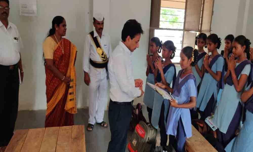 Collector Gaurav Uppal makes surprise visit to Akkalaigudem ZPHS in Nalgonda