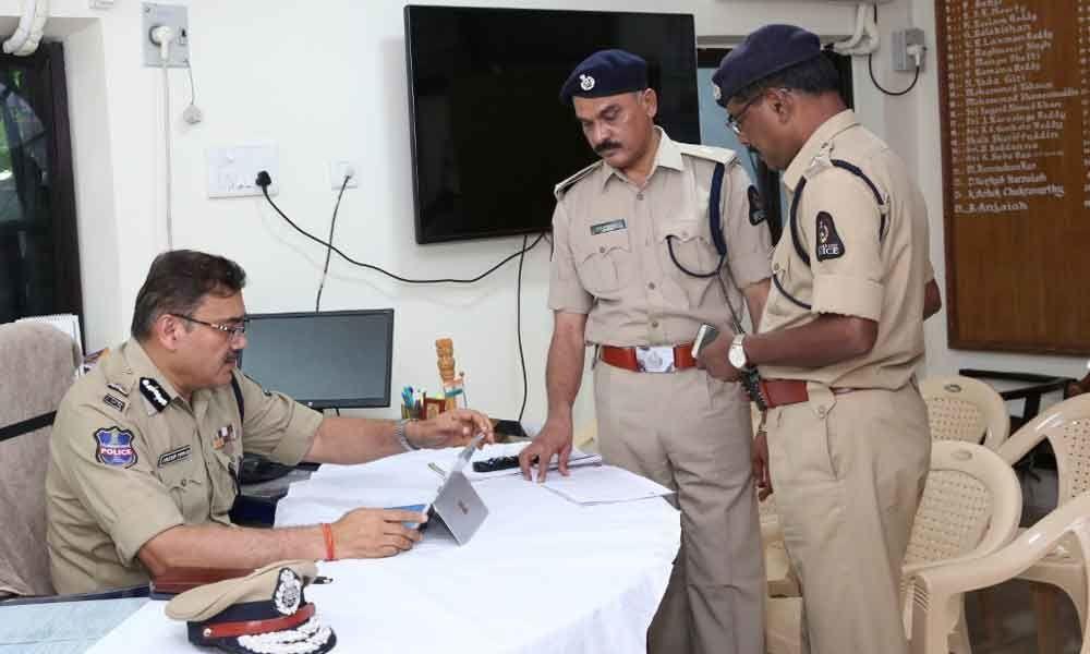 City Police Commissioner Anjani Kumar makes surprise visit to Charminar Police Station