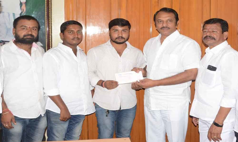 Devireddy hands over CMRF cheque