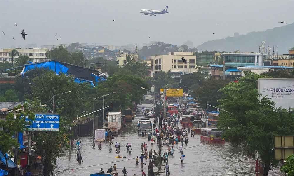 Heavy rains wreak havoc in Mumbai