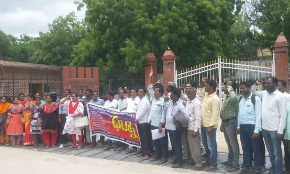 Regularise outsourcing, contract workers in Karimnagar: CITU